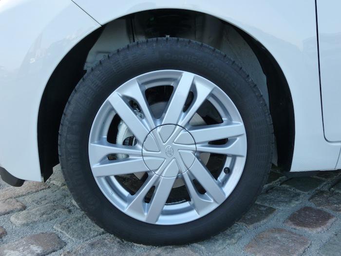 Toyota Aygo (2015). Llanta. Neumático Continental