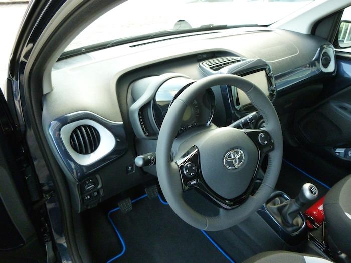 Toyota Aygo (2015). Salpicadero