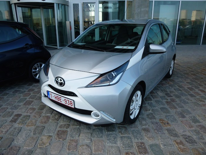 Toyota Aygo (2015). Pack exterior x-mask. Plata