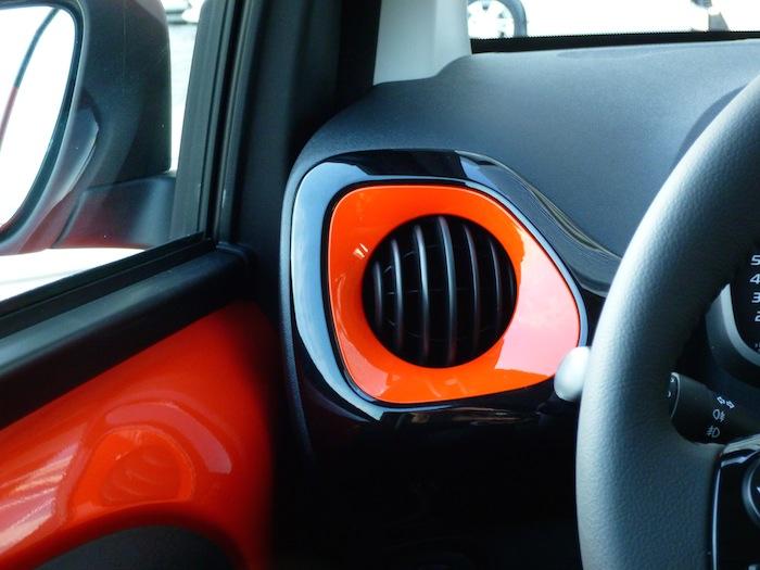 Toyota Aygo x-cite (2015). Salpicadero, salida de ventilación