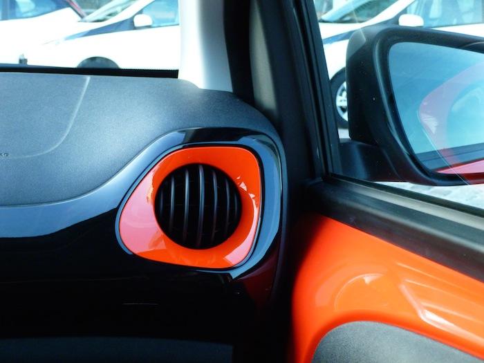 Toyota Aygo x-cite (2015). Salida de ventilación, puerta derecha
