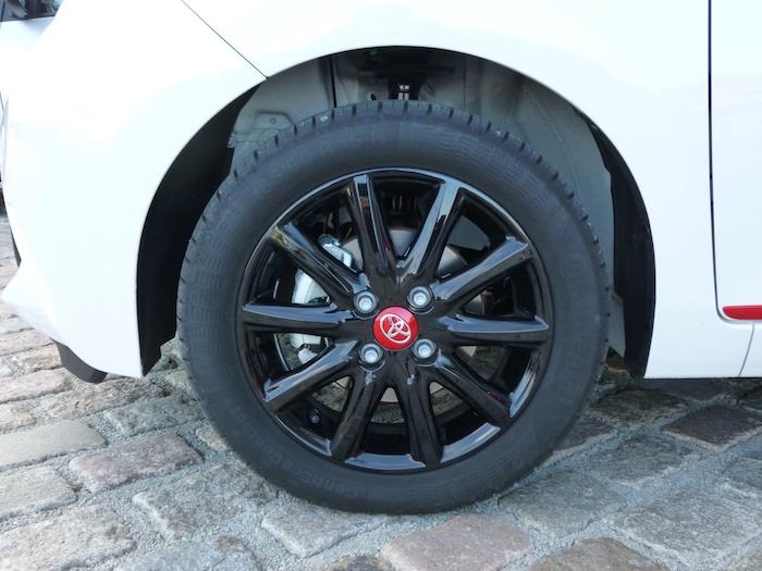 Toyota Aygo (2015). Paquete x-line. Llanta 15 pulgada