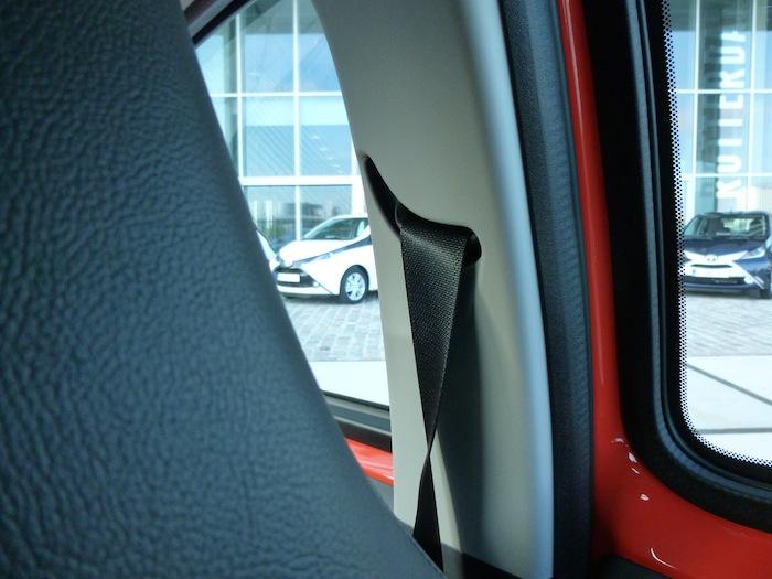 Toyota Aygo x-cite (2015). Cinturón de seguridad del conductor