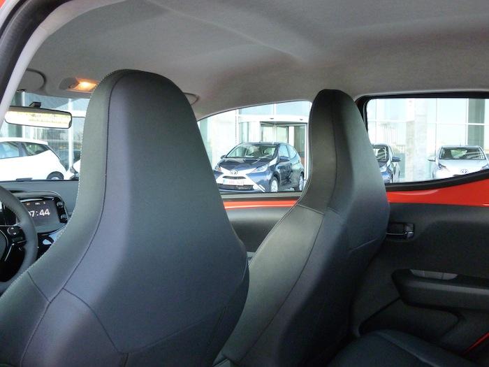 Toyota Aygo x-cite (2015). Interior del techo