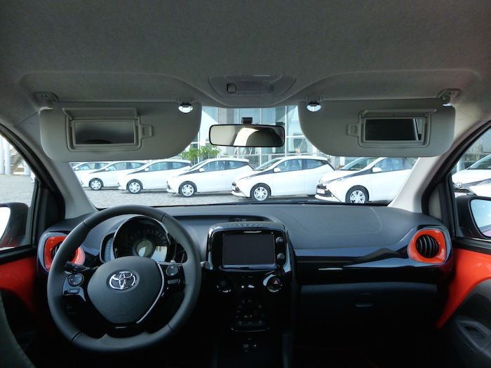 Toyota Aygo x-cite (2015). Parasoles
