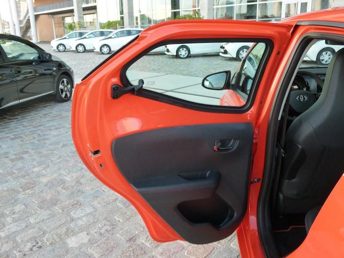 Toyota Aygo x-cite (2015). Puerta trasera izquierda