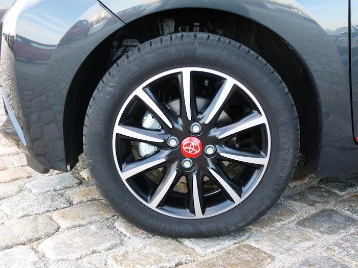 Toyota Aygo (2015). Llanta
