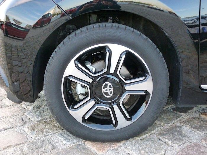 Toyota Aygo (2015). Llanta 15 pulgadas