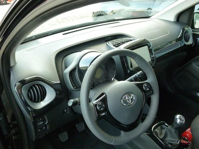 Toyota Aygo (2015). Mandos volante