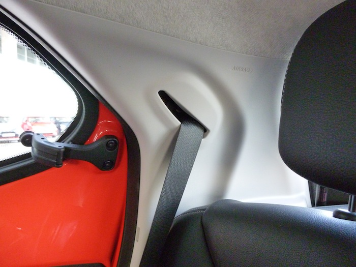 Toyota Aygo x-cite (2015). Sistema de apertura de compás para la ventanilla