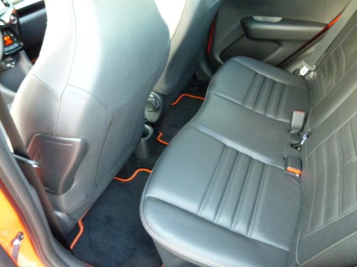 Toyota Aygo x-cite (2015). Espacio para las piernas, asientos traseros