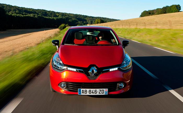 En el frontal de todos los últimos Renault se ha potenciado el tamaño e impacto visual (cromado brillante) del tradicional rombo.