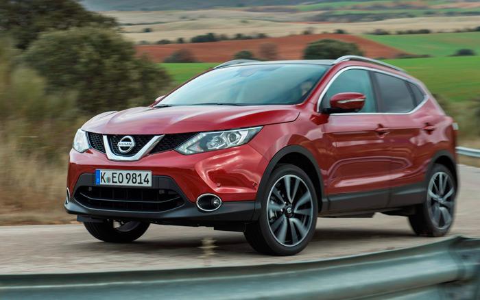 """Aspecto dinámico, en el que destaca la importancia que se le concede en el frontal al escudo de la marca, encuadrado en esa especie de """"U"""" brillante. Parece que es política de la Alianza Renault/Nissan."""