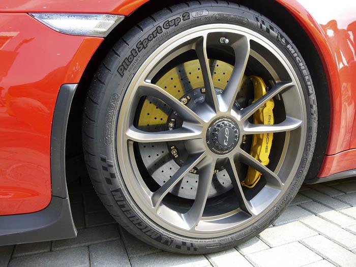 Porsche 911 GT3. Rueda delantera. 245/35 20