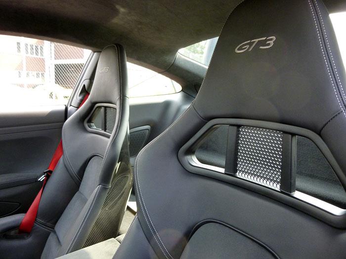 Porsche 911 GT3. Detalle. Reposcabezas.