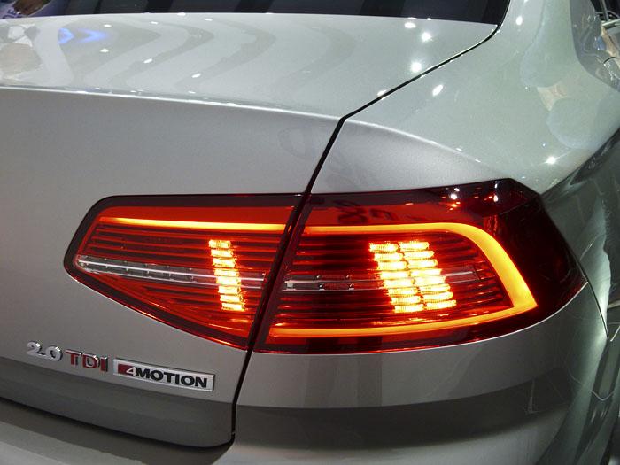 Presentación Volkswagen Passat 2015. Piloto, luz de  freno