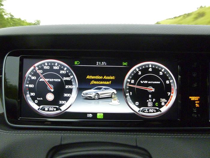 090-Mercedes-Benz-descanso