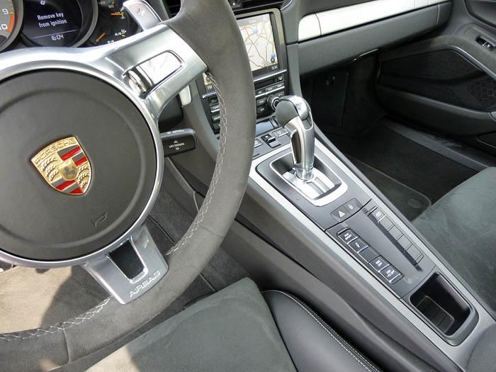 Porsche 911 GT3. Consola y cambio automático