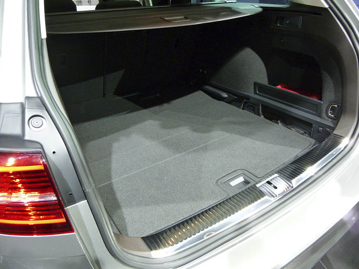 Presentación Volkswagen Passat 2015. Bandeja baja del maletero