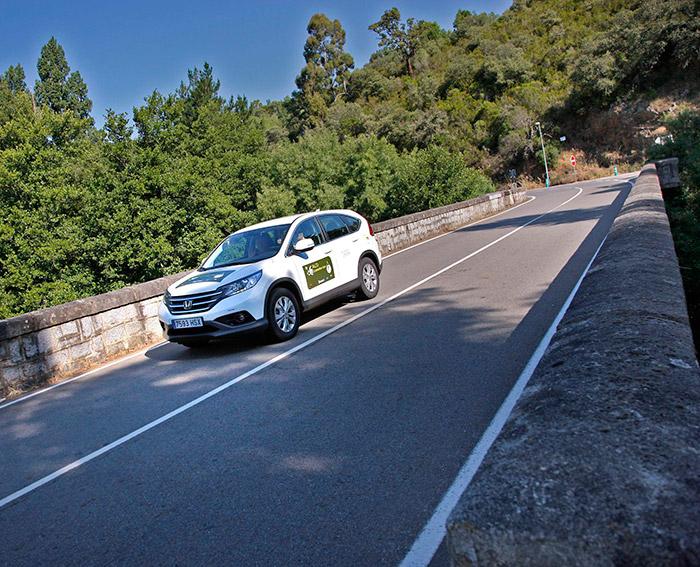 El Honda CR-V 1.6 i-DTEC cruza el puente; su consumo no estuvo mal para un SUV, pero el efecto de 22 minutos de penalización lo hundió.