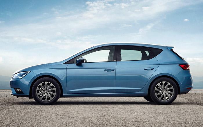 De las tres carrocerías disponibles para el León Ecomotive, la de cinco puertas es probablemente la más lógica; los pequeños detalles aerodinámicos apenas son apreciables, al margen del fondo liso carenado.