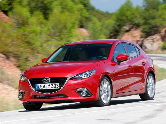 Una vez más, un Mazda-3; en esta ocasión, de carrocería Hatch o 5 Puertas. Renuncio a comentar nada: lo conocen Vds de memoria, aunque no sea más que por las pruebas anteriores.