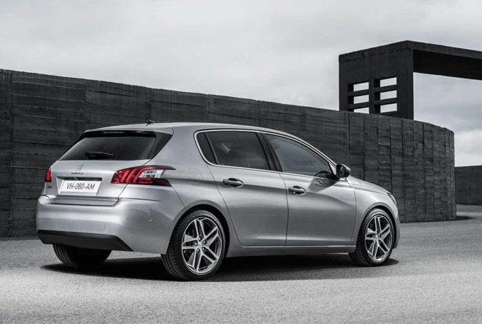 Un aspecto claramente teutónico: y tanto más cuanto que Peugeot ha confesado públicamente que su objetivo con el 308 es ponerse al nivel del Golf en cuanto a calidad. Y para empezar, también en la estética.