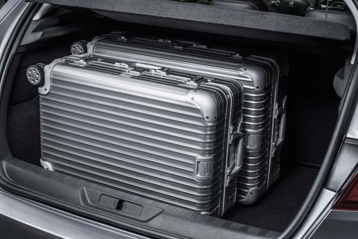 El maletero presenta una excelente cubicación de 430 litros, especialmente notable en lo que a cota vertical se refiere, ya que la horizontal está limitada por la relativamente compacta longitud de 4,25 m.