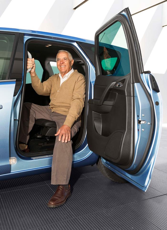 No hay duda de que la apertura invertida de la puerta facilita la entrada y salida, en especial a las personas que calzan unos zapatos de generosa medida.