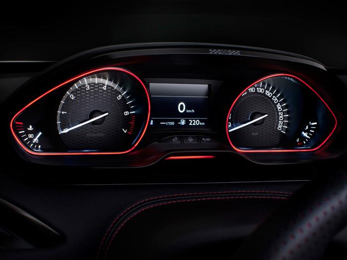 En el deportivo GTI, desaparece la innovación de que las agujas tiendan a juntarse hacia el centro, y ambas suben de indicación en sentido horario, como es tradición.