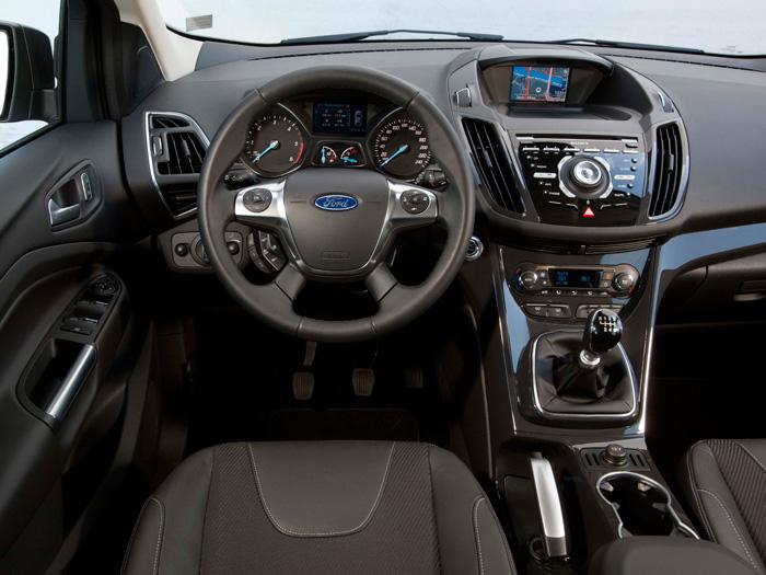Los productos Ford, desde hace bastantes décadas, han sabido explotar el efecto de un diseño interior impactante, y el Kuga no iba a ser una excepción.