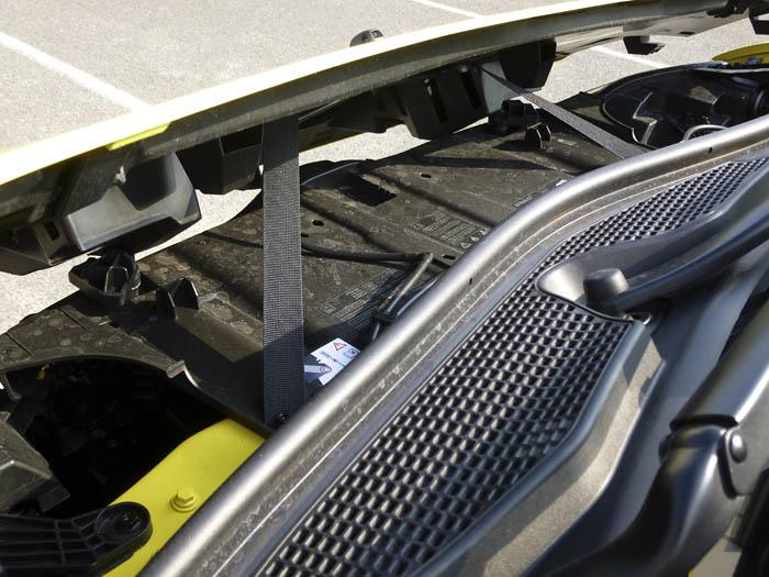 Renault Twingo 2015. Capó delantero.