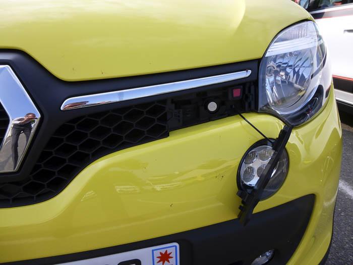 Renault Twingo 2015. Capó, cierre con llave.