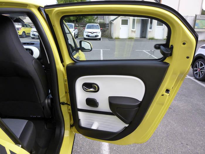 Renault Twingo 2015.  Puerta posterior.