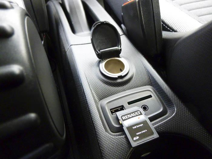 Renault Twingo 2015. Memoria navegador y USB