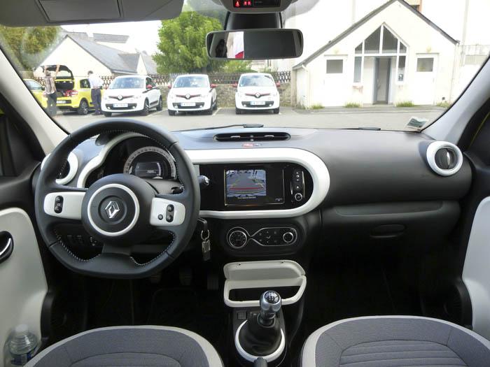 Renault Twingo 2015. Salpicadero.