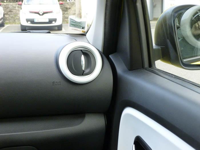 Renault Twingo 2015. Unión puerta derecha, salpicadero.