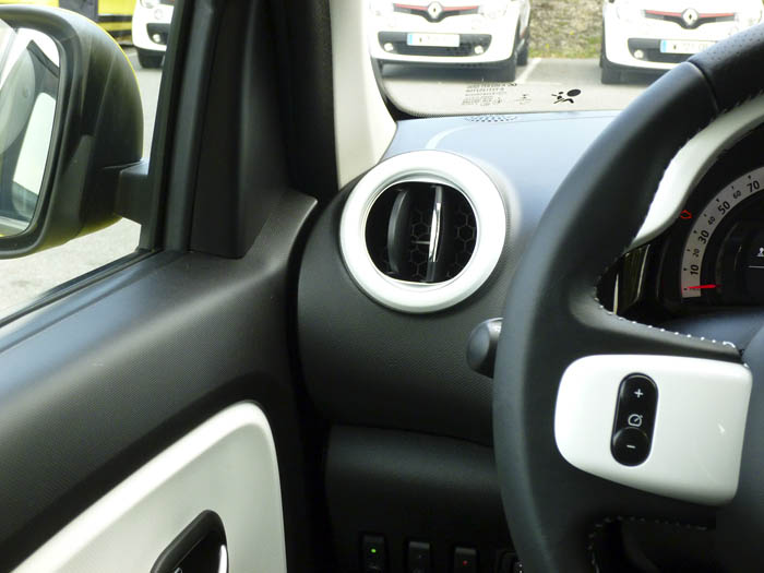 Renault Twingo 2015. Unión salpicadero puerta izquierda.