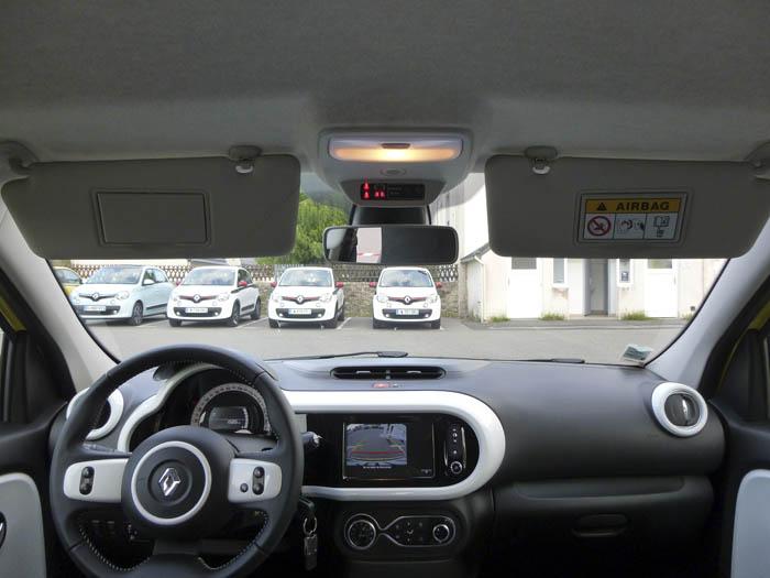 Renault Twingo 2015. Parasoles y cámara trasera