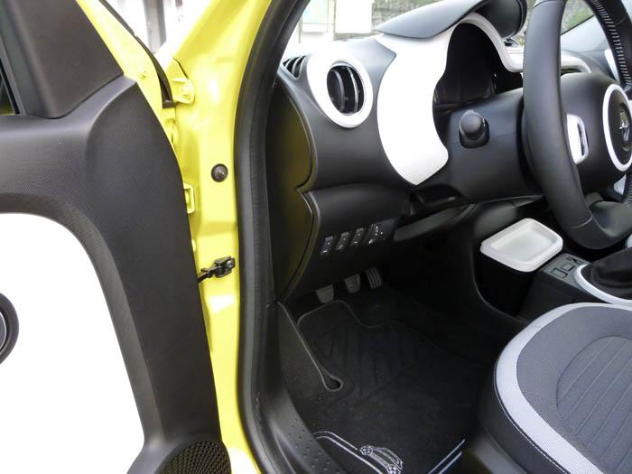 Renault Twingo 2015. Zona de unión, puerta salpicadero