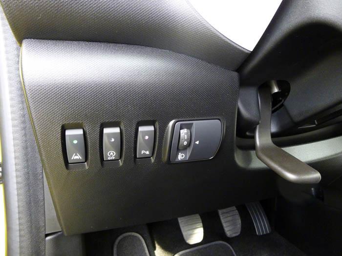 Renault Twingo 2015. Botones de ayuda a la conducción.
