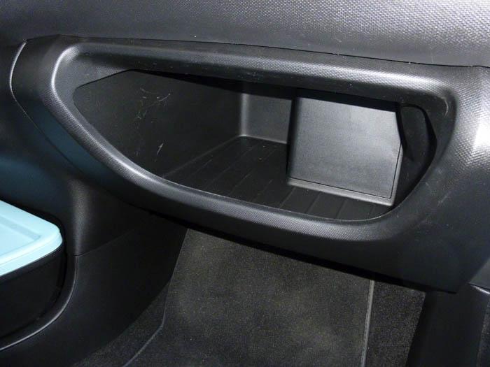 Renault Twingo 2015. Hueco de la guantera.