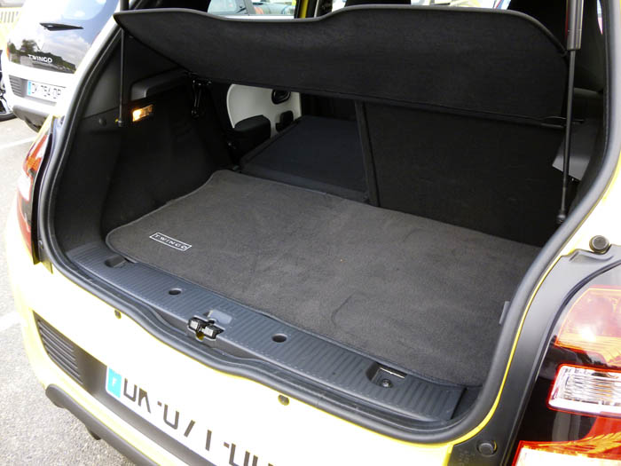Renault Twingo 2015. Respaldos abatibles.