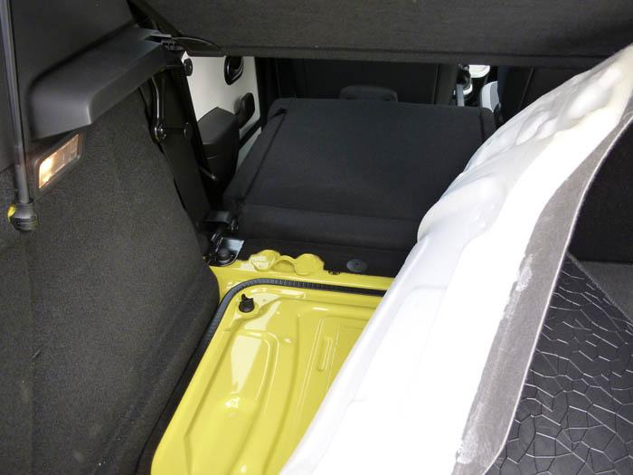Renault Twingo 2015. Maletero. Material aislante.