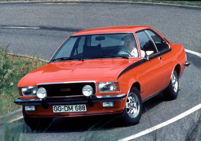 """El Opel Commodore B vivió del '72 al '77, y el más notable fue este 2.8 GS/E de 160 CV con inyección. La base era el Rekord, con eje rígido atrás, como los anteriores, pero el motor de 6 en línea venía de los Admiral y Diplomat. Su línea era más bien de berlina """"dos puertas""""."""