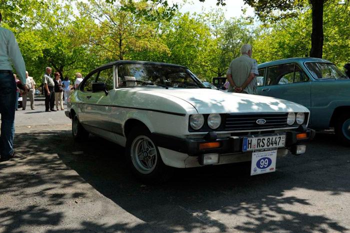 Ford Capri: otro coche que tuvo su gran momento. Sobre la base del Taunus, llegó a montar un 2.8i V6 de 160 CV, y se importó en cantidades bastante notables. Como el Opel 1.9-GT, tenía un diseño en el que no había ninguna herencia de la berlina cuya plataforma compartía.