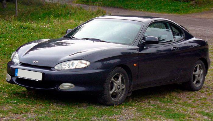 Con su bulboso diseño y su precio atractivo, el Hyundai Coupé (año 2000, con base Lantra) fue -y sigue siendo- el favorito de un público joven con economía no demasiado boyante.