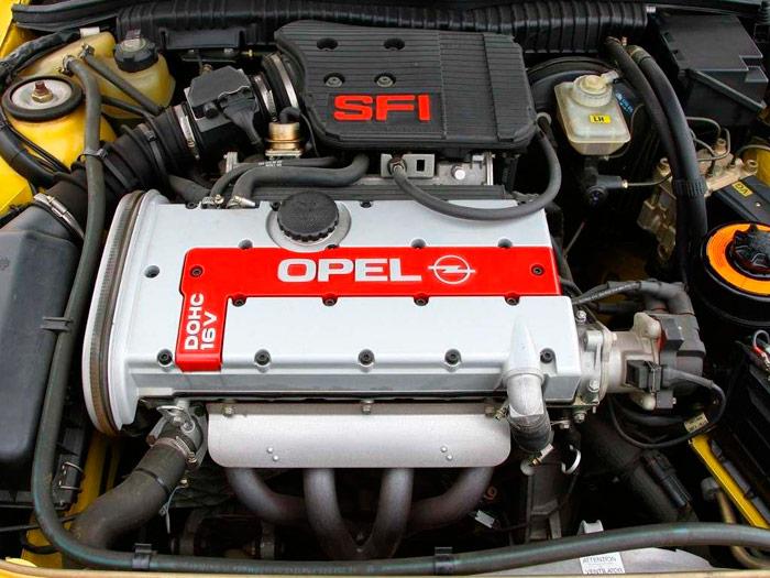 Su motor más prestigioso, aunque no el más potente: el 2.0 de 16V con 150 CV (ya catalizado); el de 156 CV que montó el Kadett GSi nunca llegó a impulsar al Calibra.