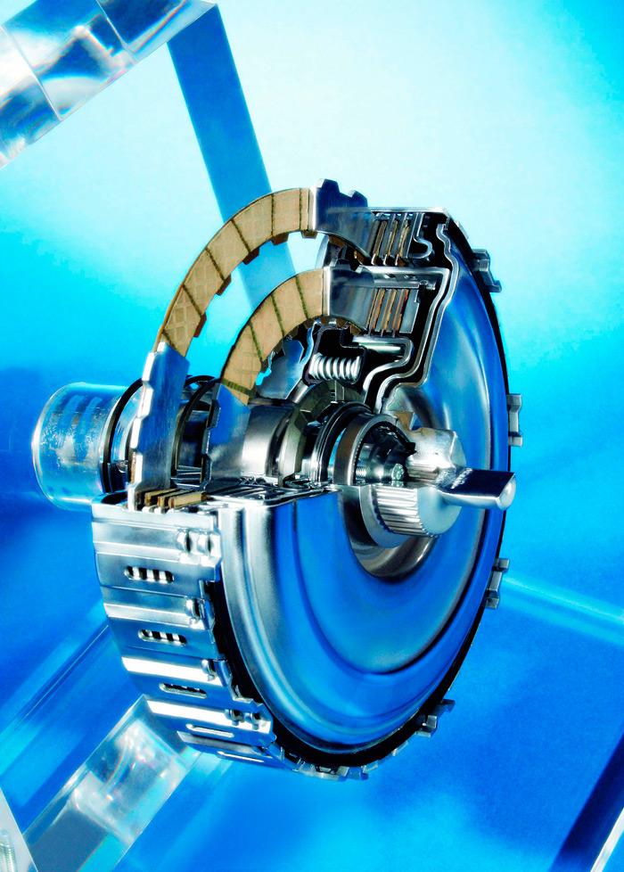 Sección del doble embrague en baño de aceite de un cambio DSG de seis velocidades. Ambos disponen de cuatro discos y, al ser de distinto diámetro, van uno dentro de otro, por lo que apenas ocupan más espacio.