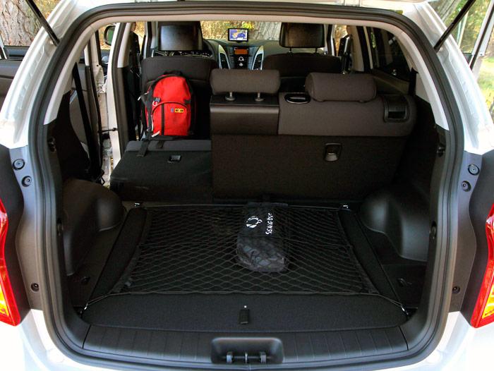 Un maletero de 485 litros (por supuesto que a bandeja puesta, sin abatir respaldos, y sin contar el hueco bajo el piso), constituye, según el fabricante, el récord en la categoría de SUVs medios.
